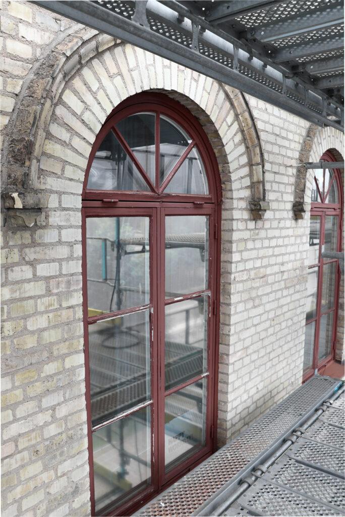Före fönsterrenovering, fastighet i Göteborg - Kaborn Jensen Bygg AB