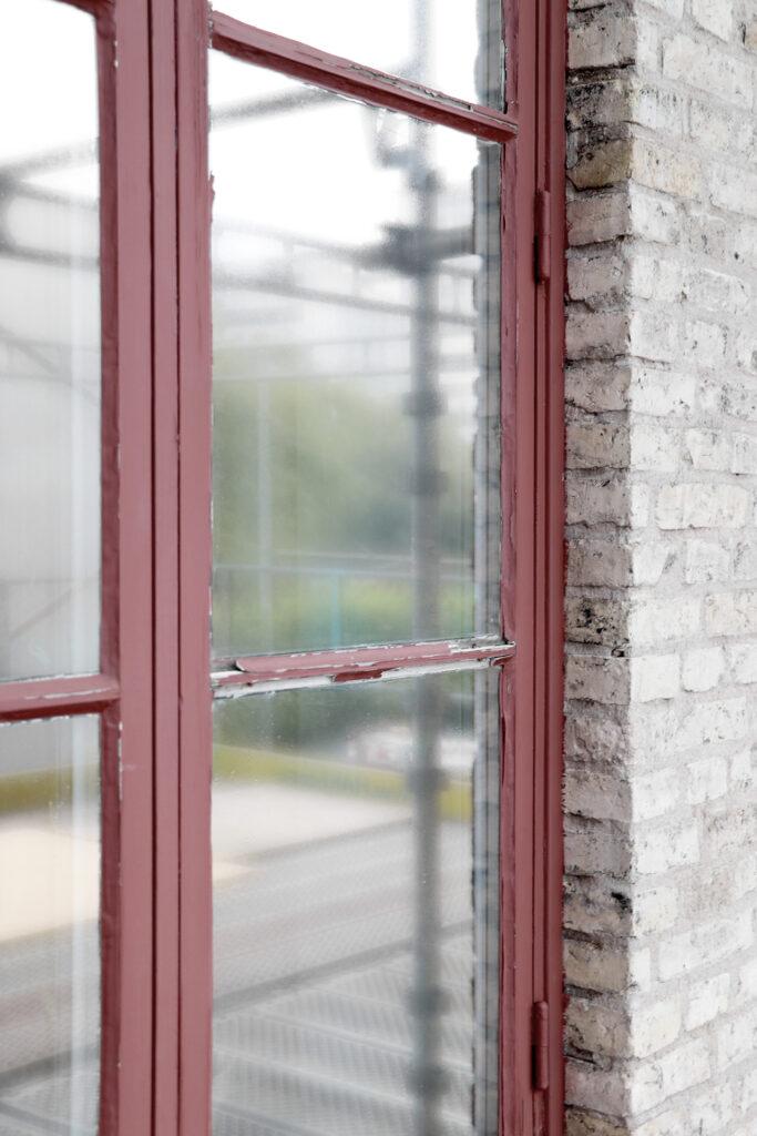 Före fönsterrenovering, hyresfastighet i Göteborg - Kaborn Jensen Bygg AB