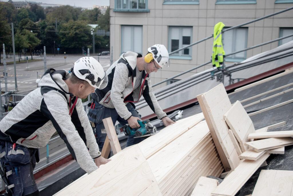 Pågående takrenovering, fastighet i Göteborg - Kaborn Jensen Bygg AB